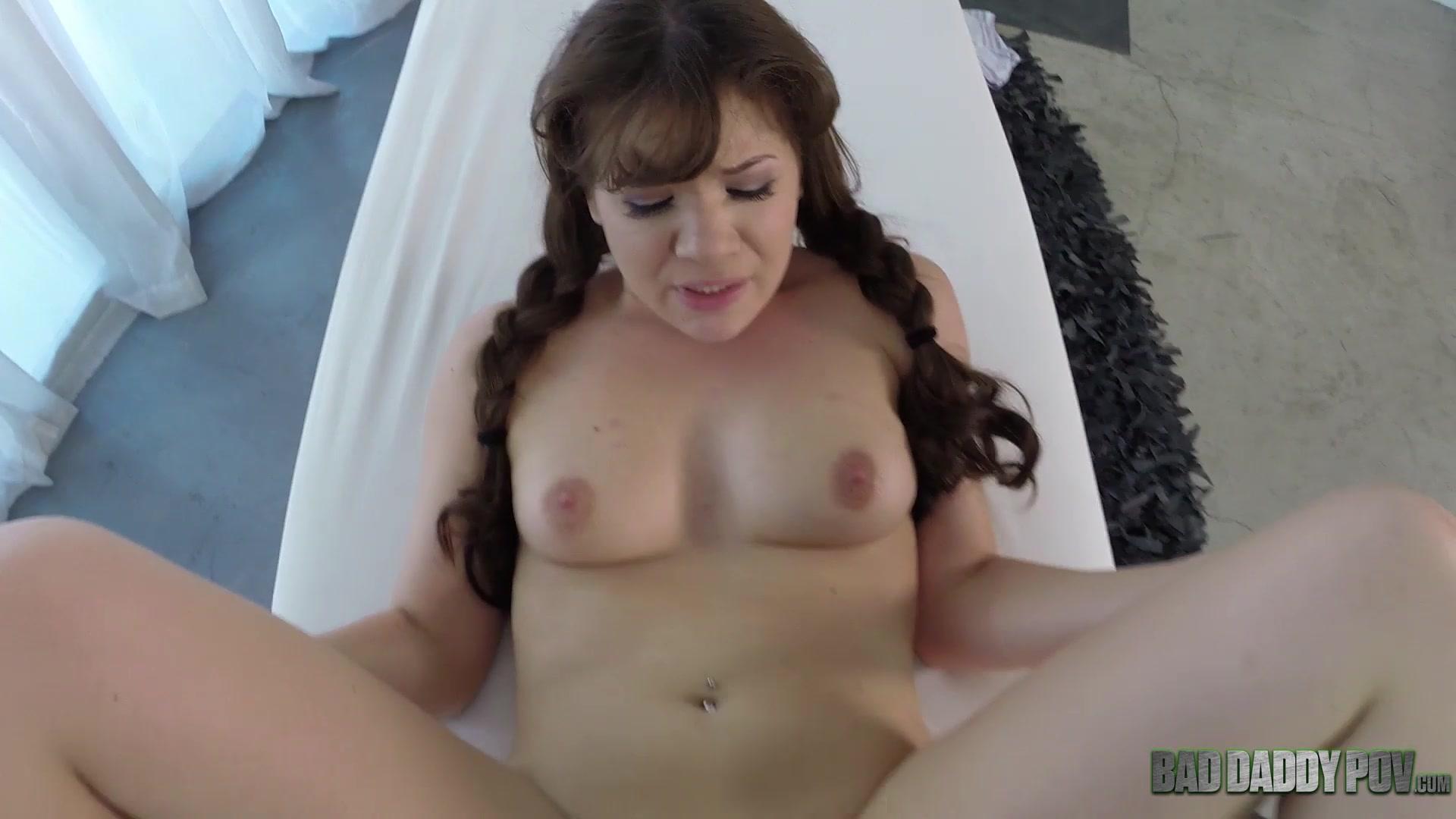 Игривый массаж плавно перетек в отличный трах. Порно видео.